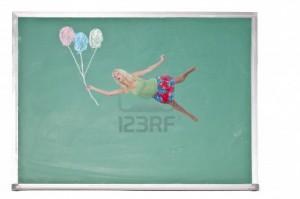 10857887-eine-schone-junge-frau-mit-luftballons-schweben-auf-einer-tafel